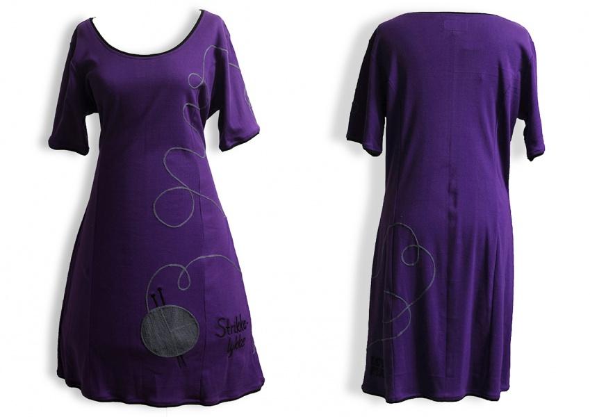 2121c658 Strikkelykke kjole lilla - Lovely Planet